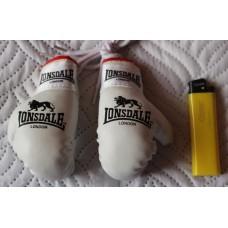 Сувенирные перчатки Lonsdale белые